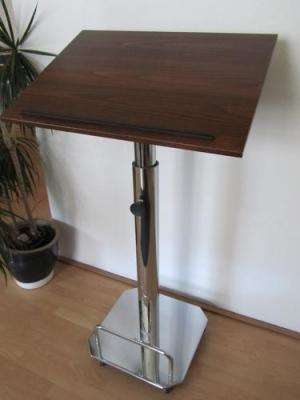 Ausstellungsstück-Stehpult-PASSAU-seitliche-Vorderansicht