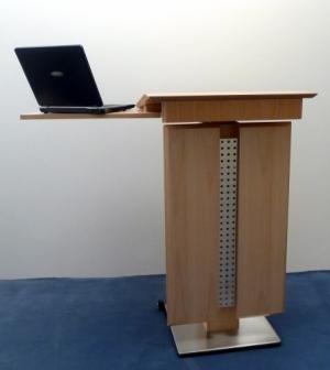 Ausdrucken Rednerpult SIEGEN Vorderansicht mit Laptopablage