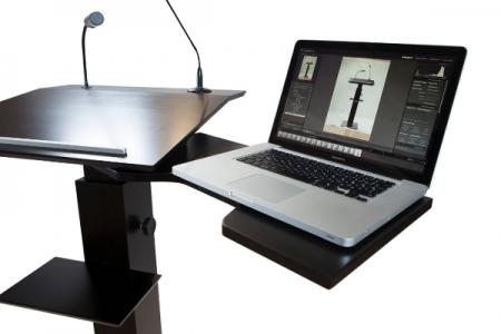 Schwenkbare Laptopablage Hinten mit Laptop Nr. 1